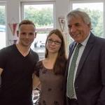 Unsere beiden Ex-Azubis Florian Dal-Molin und Angela Tanski mit Oberbürgermeister Jürgen Roters (v.l.n.r.)